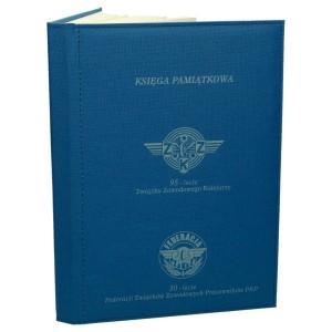 Księga z płótna impregnowanego z zadrukowaną pierwszą stroną 0642_1 Kroniki, księgi