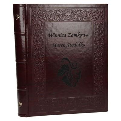 Kronika dla winnicy z grawerem na okładce 0597