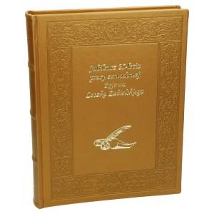 Złocone napisy na księdze pamiątkowej 0599_1 Kroniki, księgi